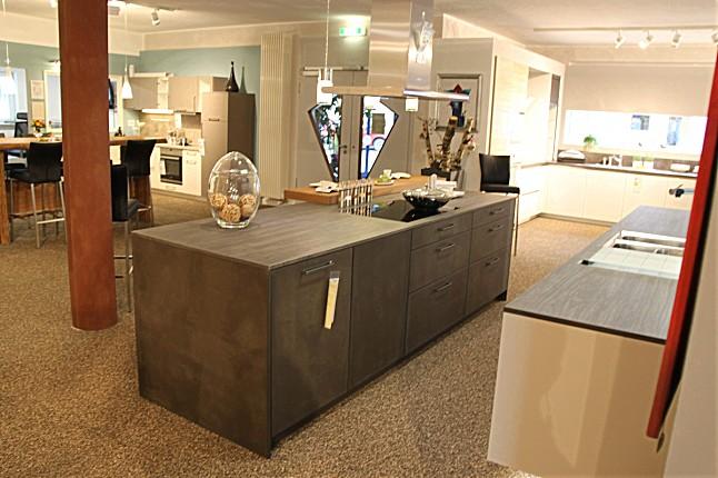 leicht musterk che exklusive offene schwebende ausstellungsk che ausstellungsk che in von. Black Bedroom Furniture Sets. Home Design Ideas