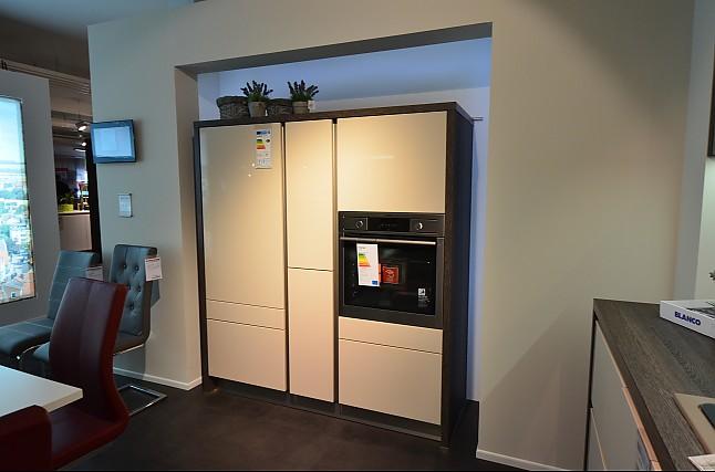 sch ller musterk che einbauk che ausstellungsk che in korbach meineringhausen von m belkreis. Black Bedroom Furniture Sets. Home Design Ideas