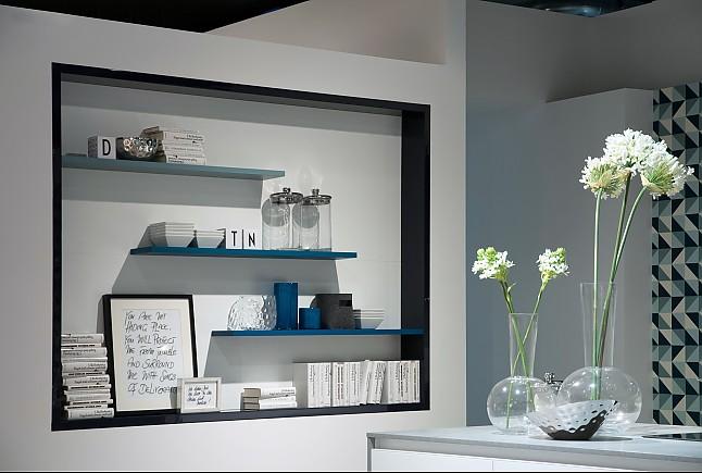 Schüller-Musterküche Grifflose Luxus-Küche mit mattierten ...
