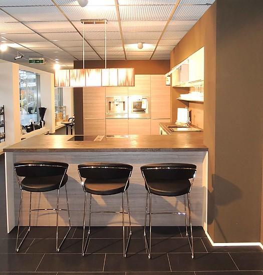 siematic musterk che designk che in greige matt kombiniert mit nussbaumtitan ausstellungsk che. Black Bedroom Furniture Sets. Home Design Ideas