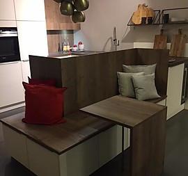 Modern Elegante Familienküche Mit Extra Stauraum Und Sitzecke