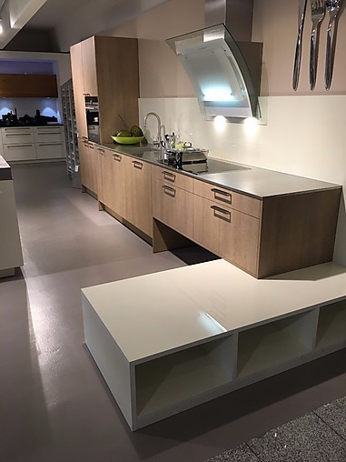 eggersmann musterk che moderne k chenzeile mit insel. Black Bedroom Furniture Sets. Home Design Ideas