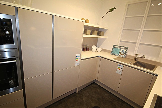 hausmarke musterk che stilvolle moderne und schlichte k che f r kleinen k chenraum geeignet. Black Bedroom Furniture Sets. Home Design Ideas