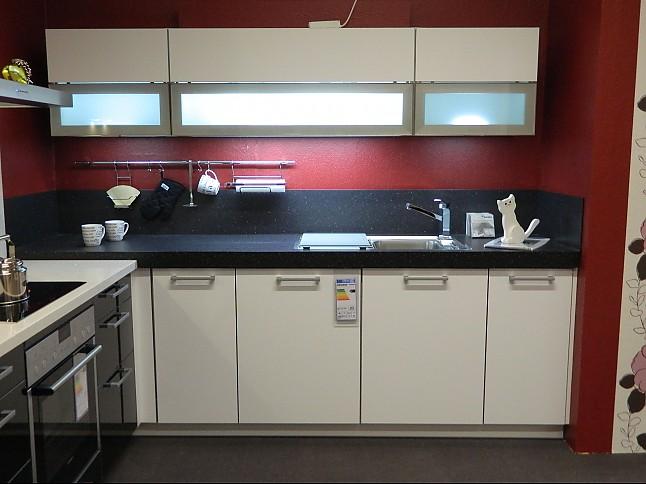 Schmidt Küchen-Musterküche Schlichte elegante Küche in Schwarz ...