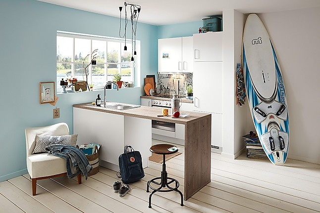 KüchenTreff-Musterküche Kleine Küche mit AEG Geräten ...