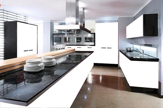 sonstige musterk che rote k chen ausstellungsk che in berlin von k chenb rse berlin. Black Bedroom Furniture Sets. Home Design Ideas