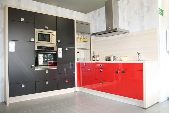 nobilia musterk che hochglanz rot matt schwarz mit umfeld. Black Bedroom Furniture Sets. Home Design Ideas