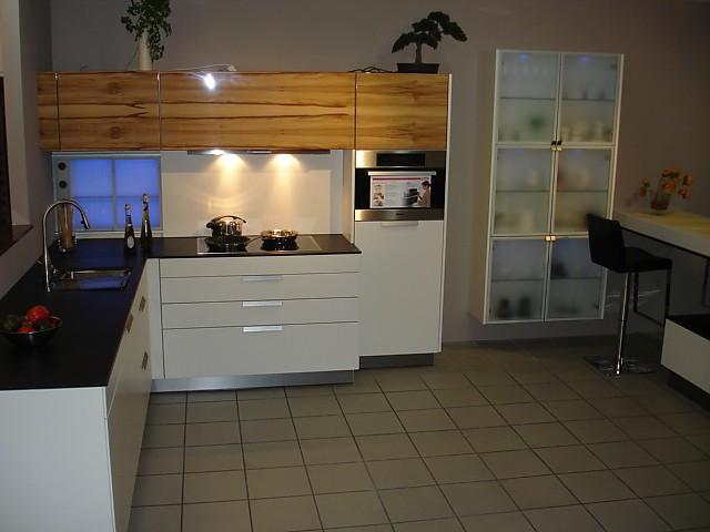 warendorf musterk che moderne k che in wei lack ausstellungsk che in von. Black Bedroom Furniture Sets. Home Design Ideas