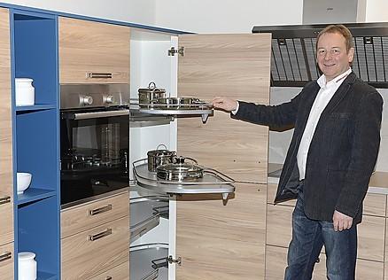 Einbauküchen hautnah - Nehmen Sie in unserer Möbelkreis Ausstellung die Küchen genau unter die Lupe