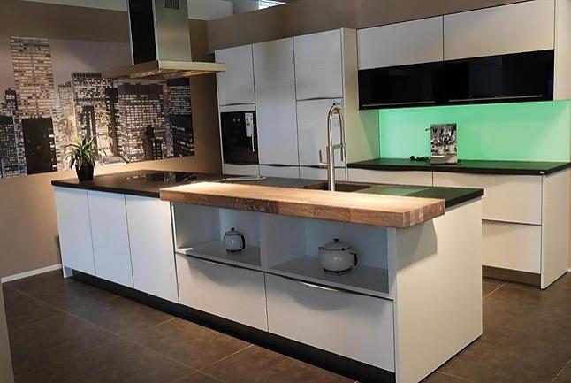 PLANA-Musterküche elegante, zeitlose, moderne Küche mit matten ...