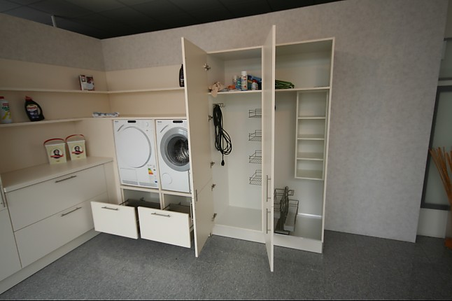 Häcker-Musterküche Hauswirtschaftsraum: Ausstellungsküche in von