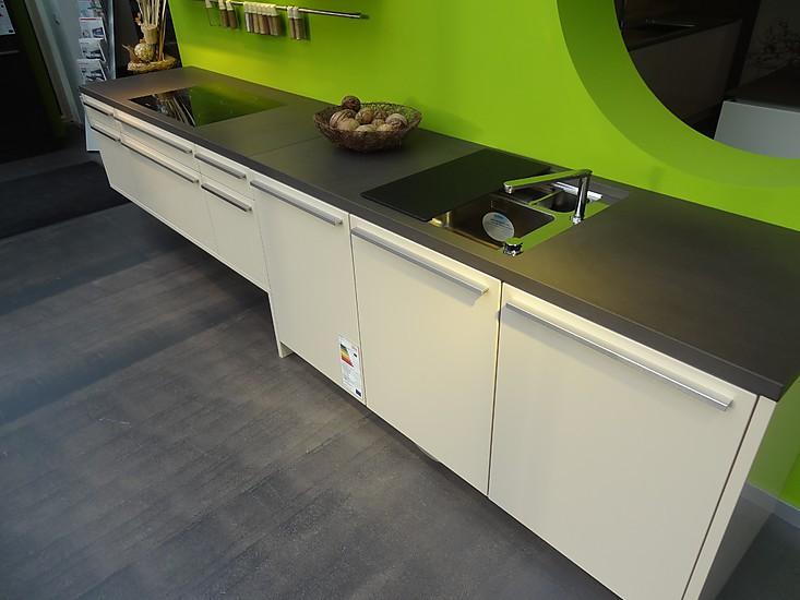 leicht musterk che leicht k che mit grauwacke arbeitsplatte ausstellungsk che in overath von. Black Bedroom Furniture Sets. Home Design Ideas