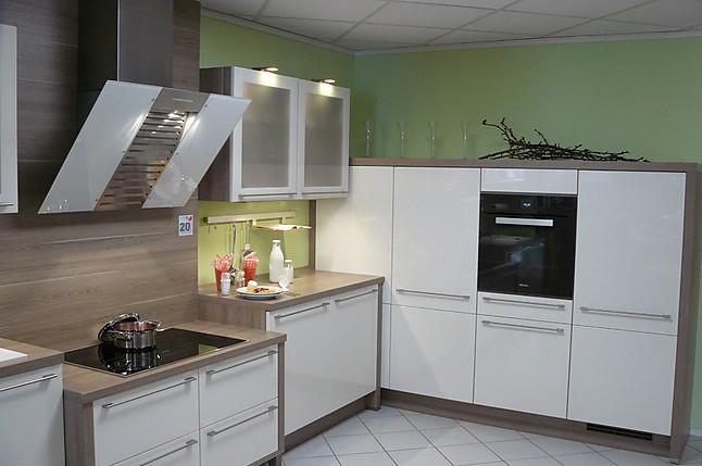 nobilia musterk che hochglanz lack k che mit sehr hochwertigen miele einbauger ten. Black Bedroom Furniture Sets. Home Design Ideas