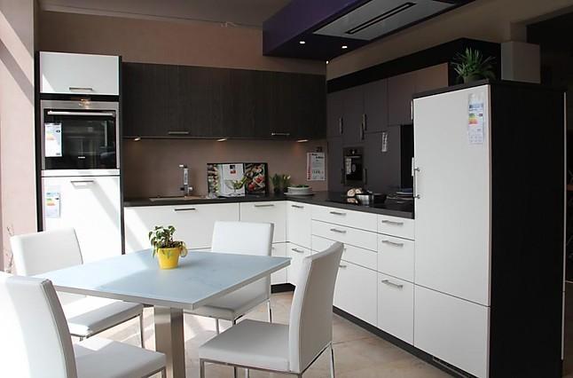 cube musterk che elegante und zeitlose k che zum hammer preis ausstellungsk che in bach. Black Bedroom Furniture Sets. Home Design Ideas