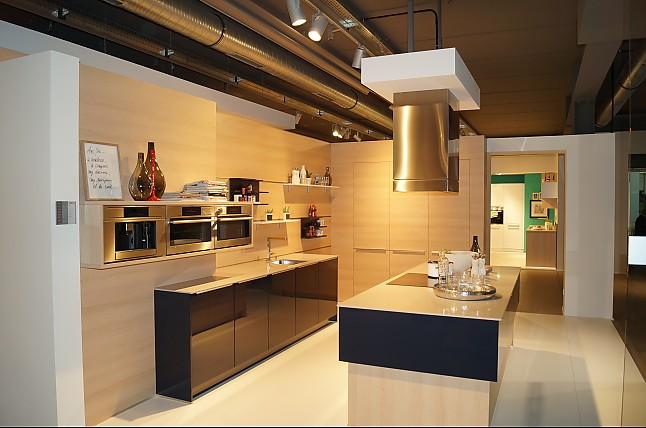 sch ller musterk che sehr umfangreiche ausstattung mit kaffeeautomat dampfgarer kombi backofen. Black Bedroom Furniture Sets. Home Design Ideas