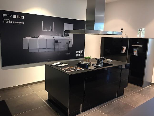 Poggenpohl-Musterküche High End Küche in schwarz Hochglanzausführung ...