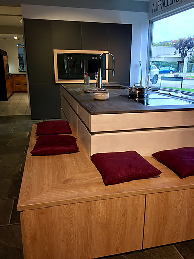 leicht musterk che elegante k che mit dekton arbeitsplatte ausstellungsk che in k nigsbach. Black Bedroom Furniture Sets. Home Design Ideas