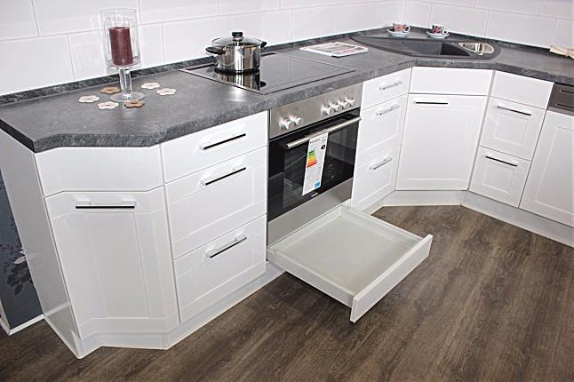 nobilia musterk che ein mix aus modern und klassisch hat diese wei e hochglanzk che in sich. Black Bedroom Furniture Sets. Home Design Ideas