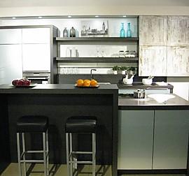 nolte musterk che moderne hochglanz k che mit neff ger ten und bora basic ausstellungsk che in. Black Bedroom Furniture Sets. Home Design Ideas