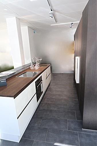 next125 musterk che wohnk che edles holz und wei es mattglas ausstellungsk che in von. Black Bedroom Furniture Sets. Home Design Ideas