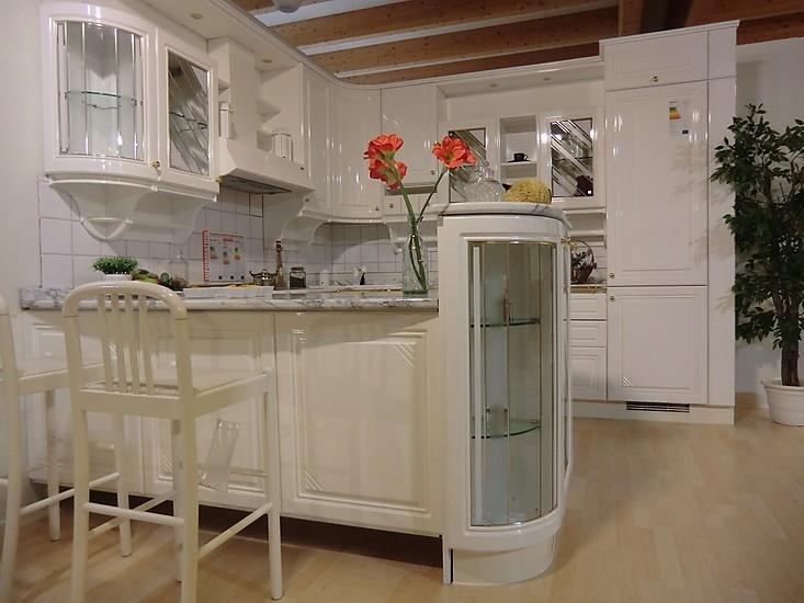 gatto musterk che klassisch zeitlos romantische k che mit hochglanzfronten ausstellungsk che. Black Bedroom Furniture Sets. Home Design Ideas