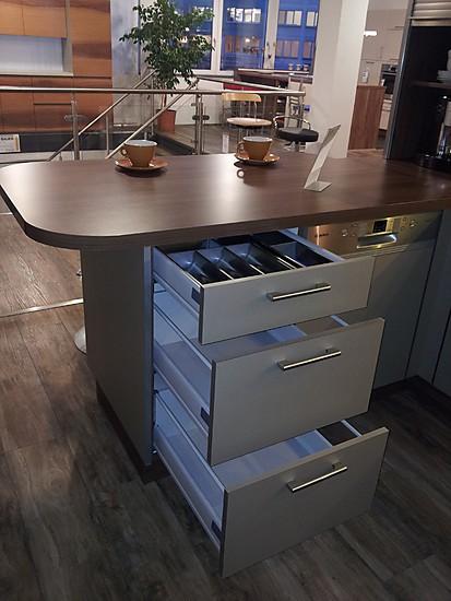 burger musterk che gem tliche wohn che mit sitzgelegenheit ausstellungsk che in aschaffenburg. Black Bedroom Furniture Sets. Home Design Ideas