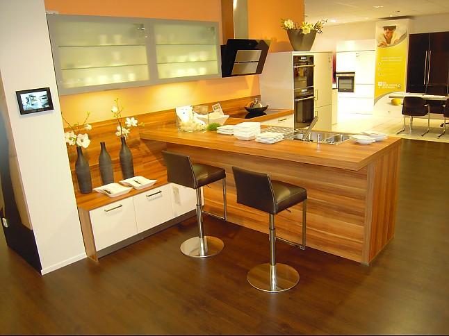 sch ller musterk che moderne l k che mit halbinsel ausstellungsk che in kornwestheim von die. Black Bedroom Furniture Sets. Home Design Ideas