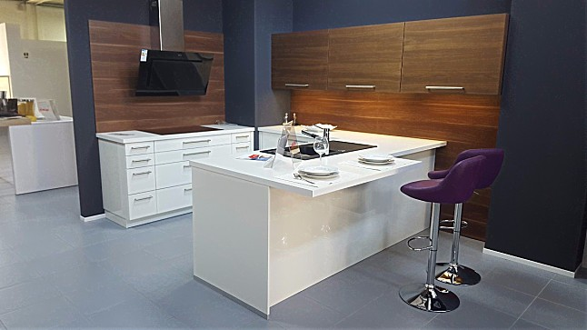 ALNO-Musterküche Große Moderne L / U- Küche: Ausstellungsküche in ...
