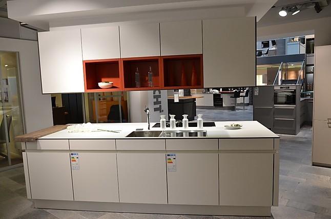 leicht musterk che die insel f r ihren modernen wohntraum ausstellungsk che in hemmingen bei. Black Bedroom Furniture Sets. Home Design Ideas