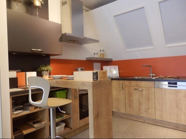sch ller musterk che moderne u k che mit essplatz. Black Bedroom Furniture Sets. Home Design Ideas