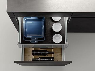 Q-Box von Leicht Küchen zur Organisation im Auszug Unterschrank