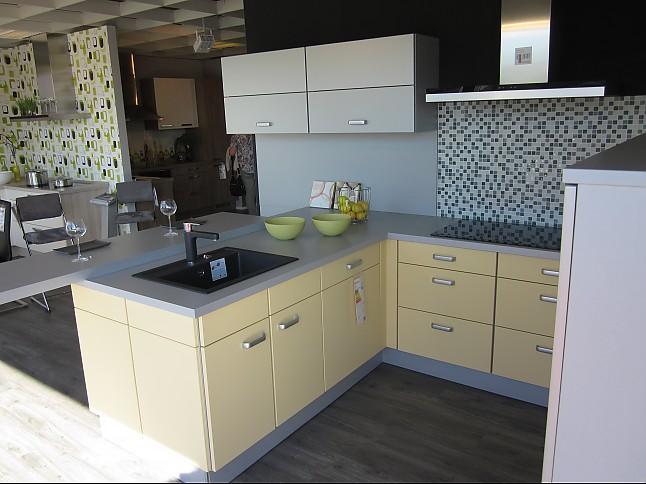wellmann musterk che standort marktredwitz wellmann moderne design k che alusilber und. Black Bedroom Furniture Sets. Home Design Ideas