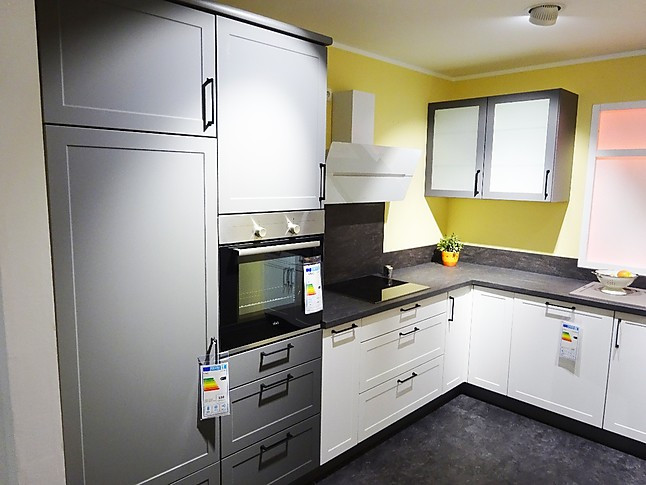 Express Küchen-Musterküche Landhaus Lacklaminat Weiß Matt ...