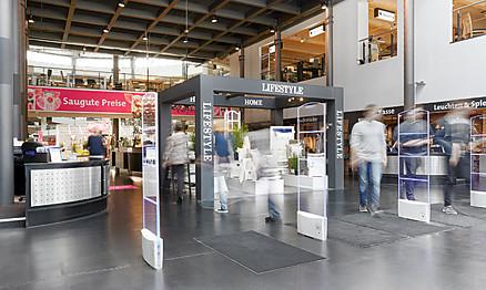 Eingangsbereich: Ausstellung von Möbel Hesse