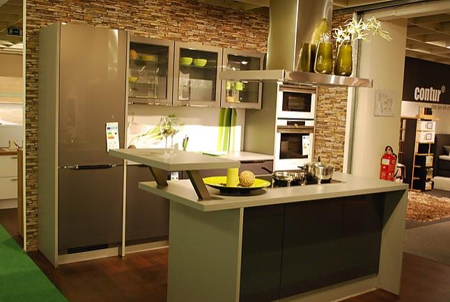 nobilia musterk che moderne einbauk che mit ultra hochglanz fronten und einer kochinsel. Black Bedroom Furniture Sets. Home Design Ideas