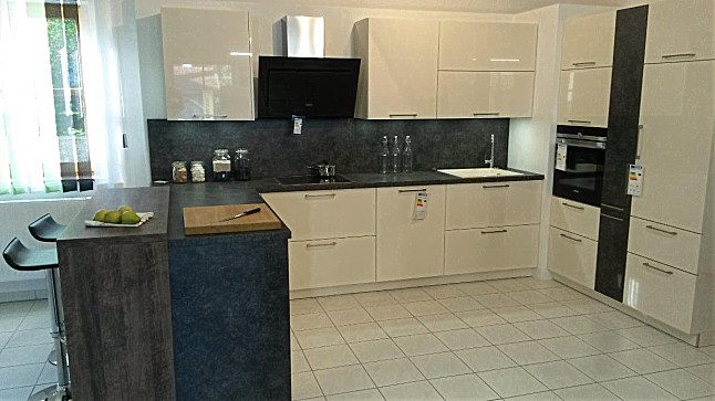 h cker musterk che moderne k che in magnolie hochglanz. Black Bedroom Furniture Sets. Home Design Ideas