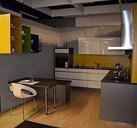 moderne L-Küche in weiß Hochglanz