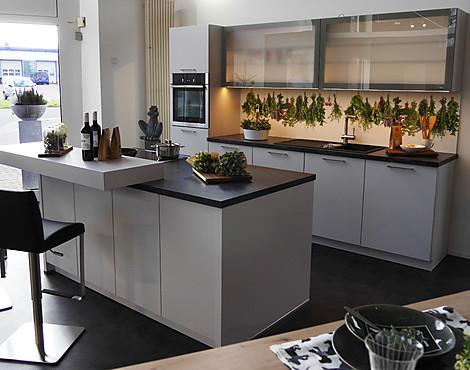 Schön Moderne Küchenzeile Mit Inselblock   Porto 390 In Moonlight Grey Seidenmatt  Lackiert