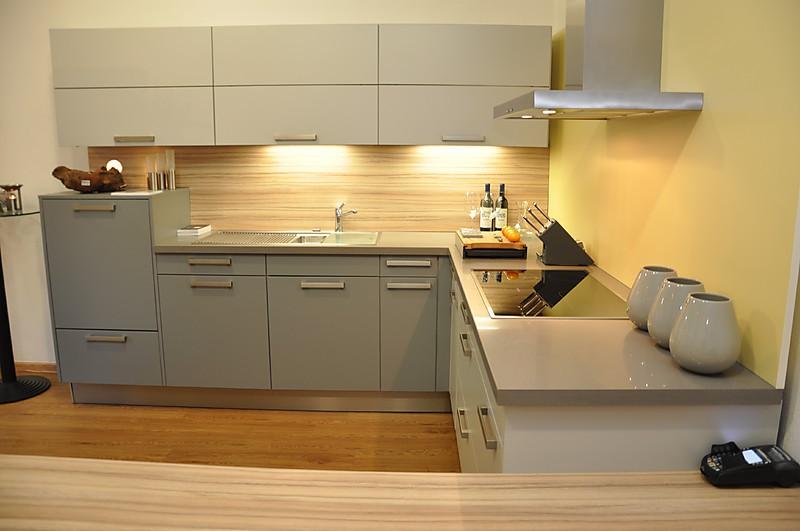 Warendorf-Musterküche Kunststoff hellgrau: Ausstellungsküche in Dinslaken von Küchen Penzel
