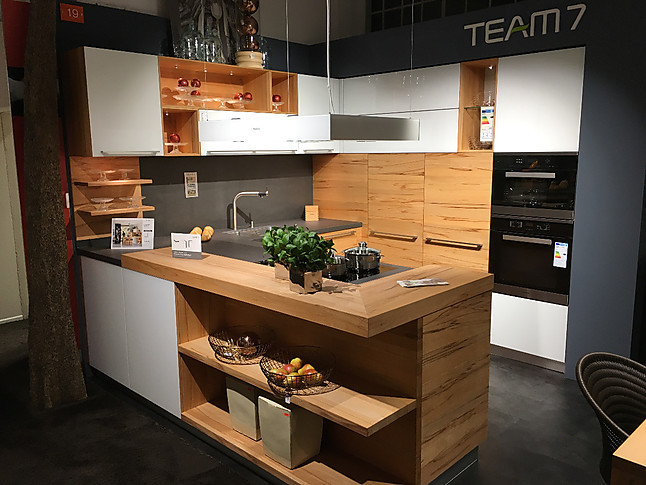team 7 musterk che team 7 linee einbauk che mit insel in. Black Bedroom Furniture Sets. Home Design Ideas