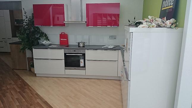 Nolte nolte glastec g14 stylische l küche in weiß mit rotem akzent