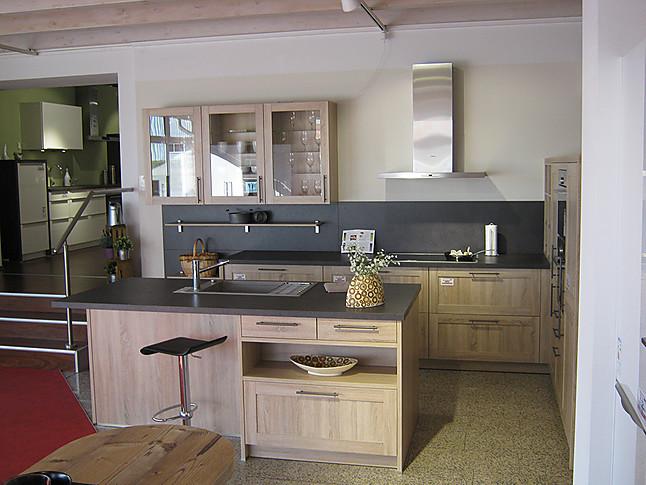 sch ller musterk che inselk che im holzdekor ausstellungsk che in lauenburg von hano k chen. Black Bedroom Furniture Sets. Home Design Ideas