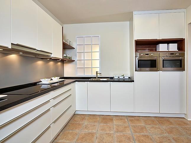 sch ller musterk che sch ne landhausk che in l form ausstellungsk che in nordhorn von. Black Bedroom Furniture Sets. Home Design Ideas