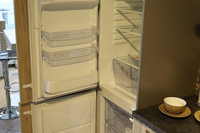 Häcker Musterküche Küchenzeile inkl Geräte von NEFF, Zanussi und Siemens Ausstellungsküche in