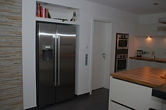 insell sung mit eingebauten ger ten und aufgesetzter theke k che von familie r aus rust. Black Bedroom Furniture Sets. Home Design Ideas