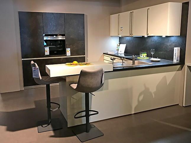 bauformat-Musterküche Einbauküche anthrazit matt/beige ...