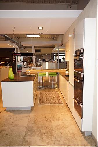 zeyko musterk che moderne einbauk che mit kochinsel und theke ausstellungsk che in augsburg. Black Bedroom Furniture Sets. Home Design Ideas