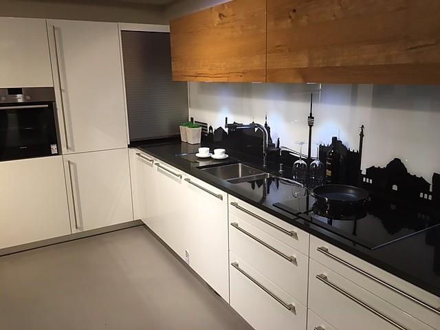 rempp musterk che pfiffige hochglanz k che mit motiv r ckwand ausstellungsk che in altenriet. Black Bedroom Furniture Sets. Home Design Ideas