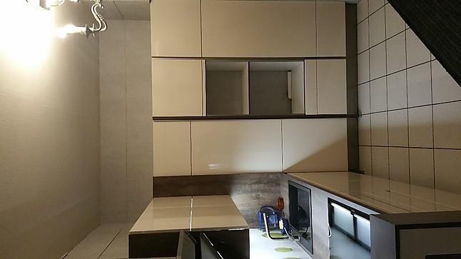 wellmann musterk che grifflos ausstellungsk che in planegg von k che raum. Black Bedroom Furniture Sets. Home Design Ideas