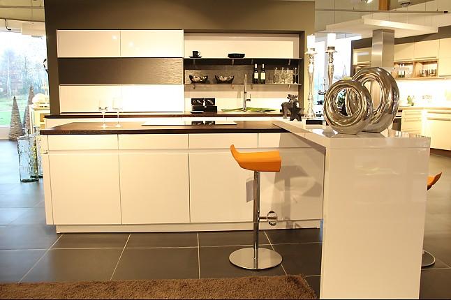 leicht musterk che k che mit moderner front ausstellungsk che in von. Black Bedroom Furniture Sets. Home Design Ideas